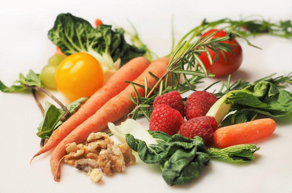 Veģetāri produkti - dārzeņi, augļi un rieksti