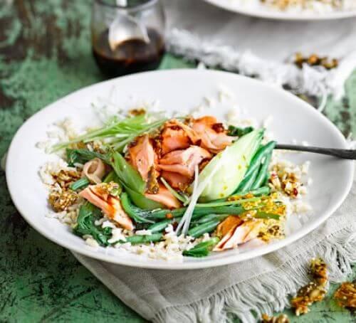 Tvaicēts lasis ar dārzeņiem un rīsiem